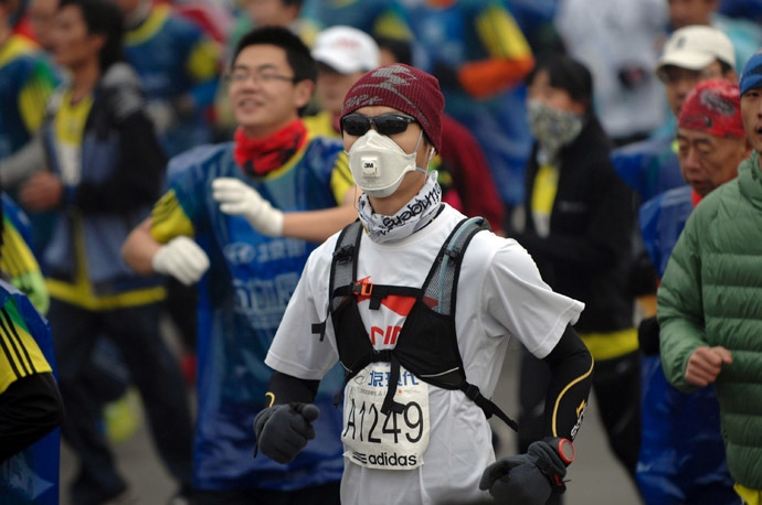 Wearing N95 masks to exercise isn't the solution. [Photo from www.rt.com]