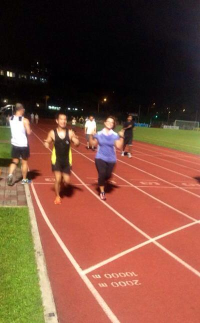 Sprinting intervals on the track, during a FitnessKakis training session.