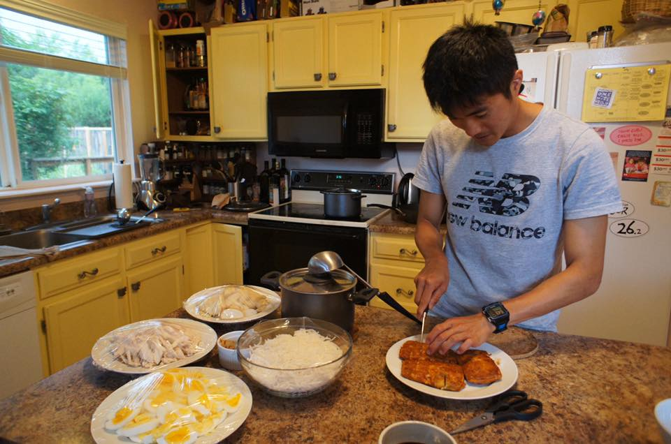 Mok whips up Singaporean delicacies for his Boulder team-mates. Photo by Mok Ying Ren