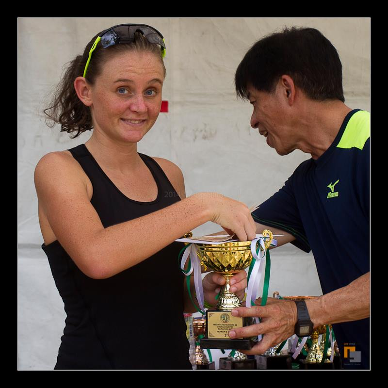 Collecting her trophy at the MR25 Cross Country Marathon. (Image: www.lifestyle1881.com)