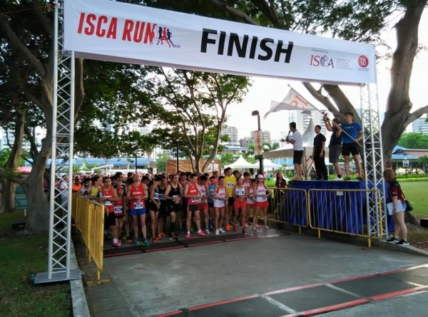 The 10km runners are about to flag off. Photo: ISCA.
