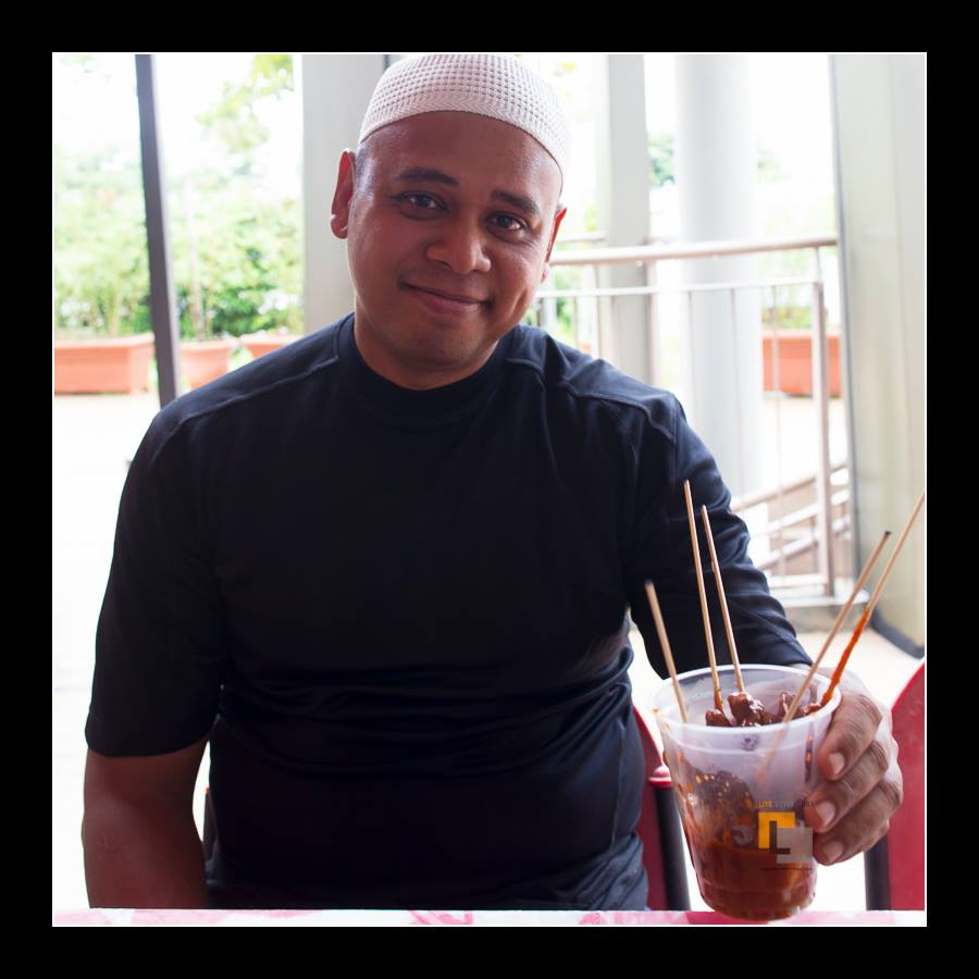 Stall owner Shafudin Kassim with his satay. (Photo Credit: Ming Ham).