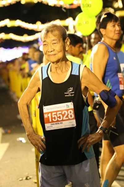 Singapore's oldest marathoner patiently waits for the SCMS 2014 to start.