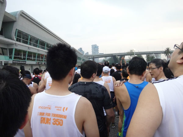 Waiting to flag off the 10km race at Run 350.