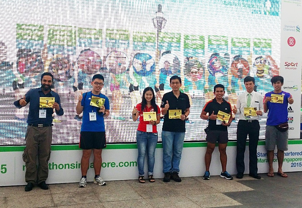 Some winners of the Digital Queue. Photo by: StanChart Marathon Singapore