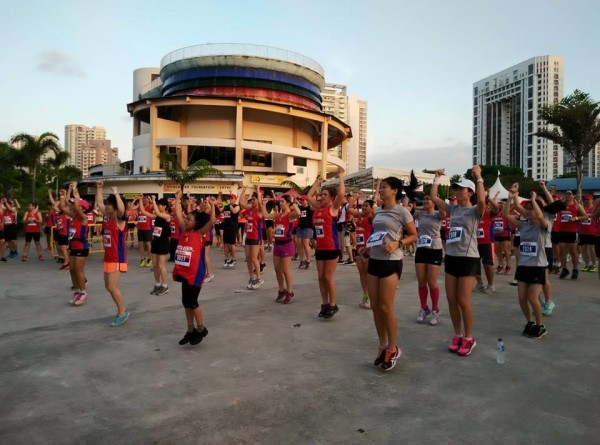 Warming up together before their run. Photo: ISCA.