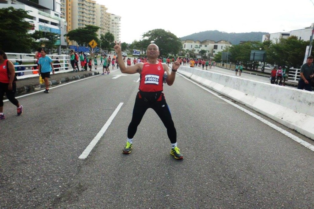 Tan strikes a pose at the 2015 edition of Penang Bridge International Marathon. [Photo by Tan Tick Hock/Facebook]