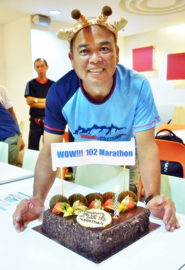Cake Cutting during Tan's 102 Marathons celebration earlier this month. [Photo by Lincoln Make Tea/Facebook]