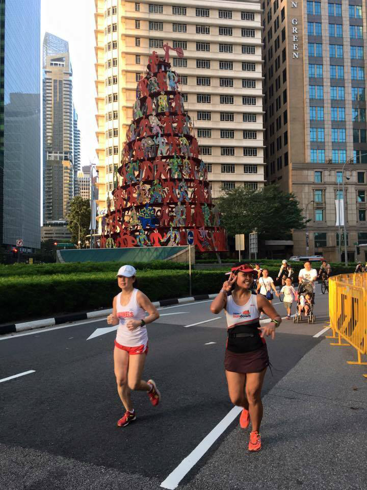 Norliza (right) finds it shiok to run on the roads. [Photo from Norliza]