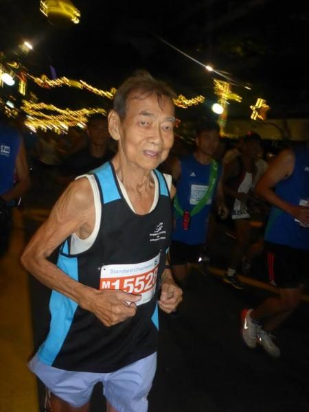 Chan Meng Hui at his 100th marathon, the SCMS 2014.