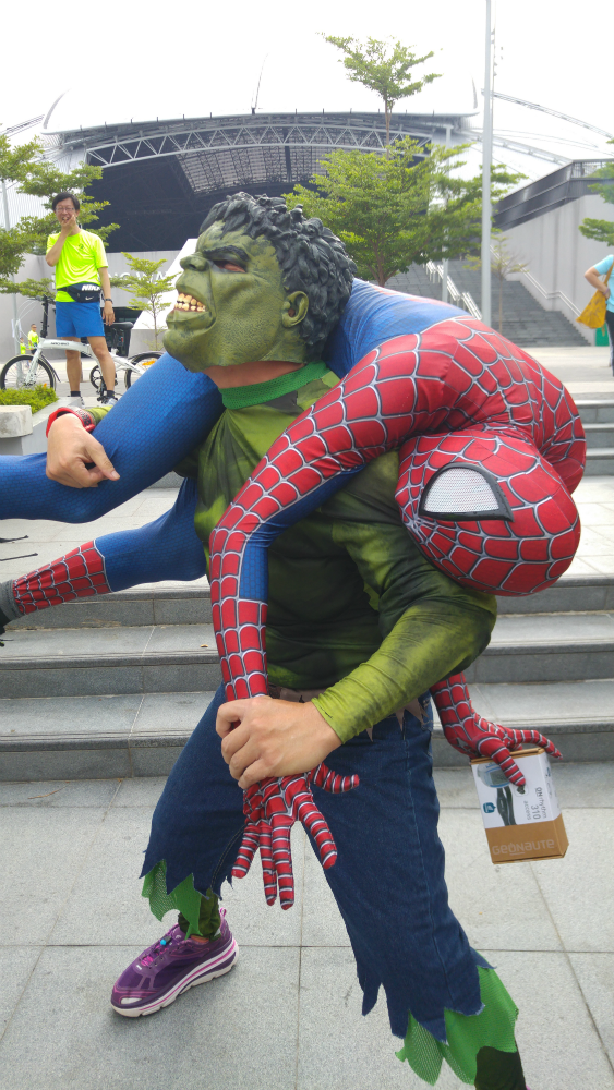 What on earth is Hulk doing with Spidey?