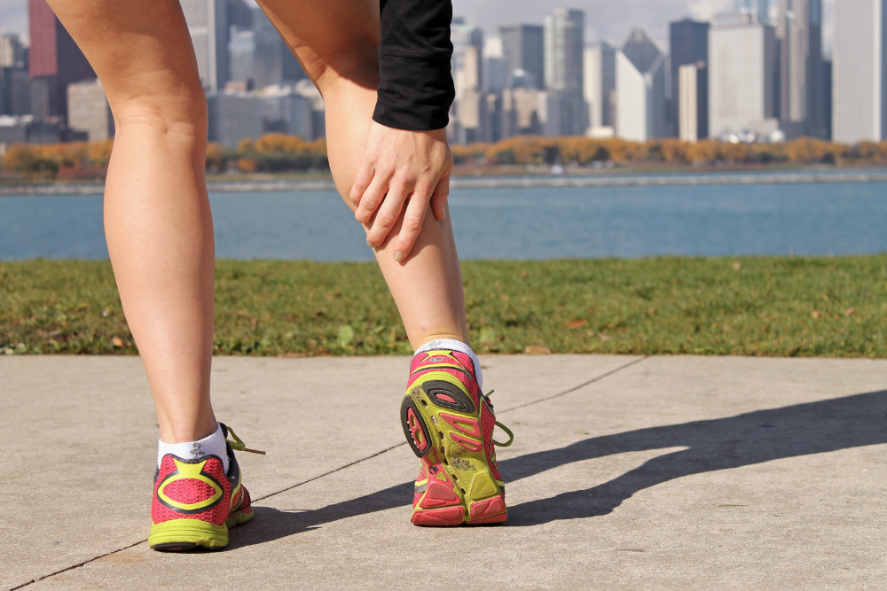 Listening to the body is key when you sense pain during running. [Photo from www.livestrong.com]