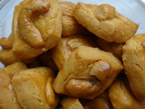 Serving Cashew Nut cookies symbolise wealth.