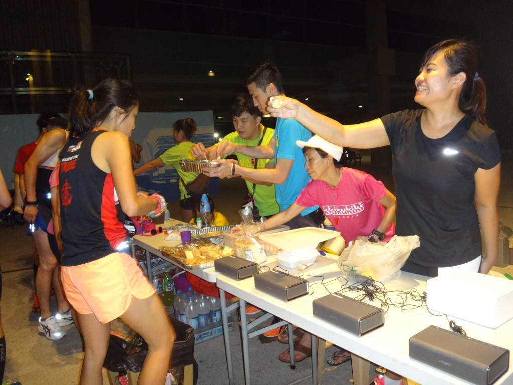 Thank you K5 Runners for the generous support station at 37km!