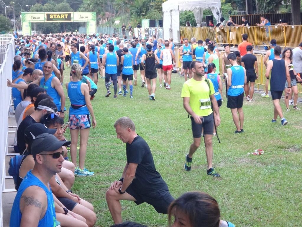 Runners heading towards the starting pen.
