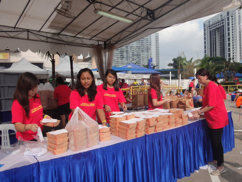 Plenty of Nasi Lemak is still available for the runners.