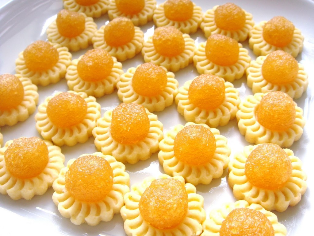 Who loves pineapple tarts? [Photo by www.moxdeals.sg]