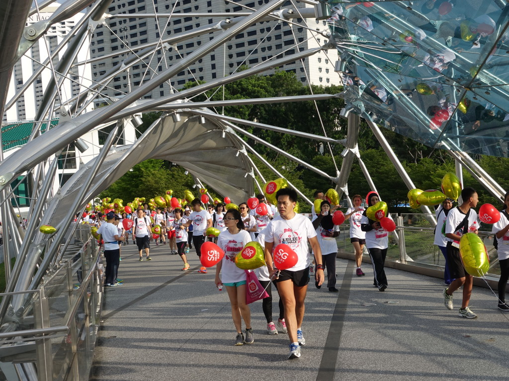 Participants crossing the Helix Bridge.