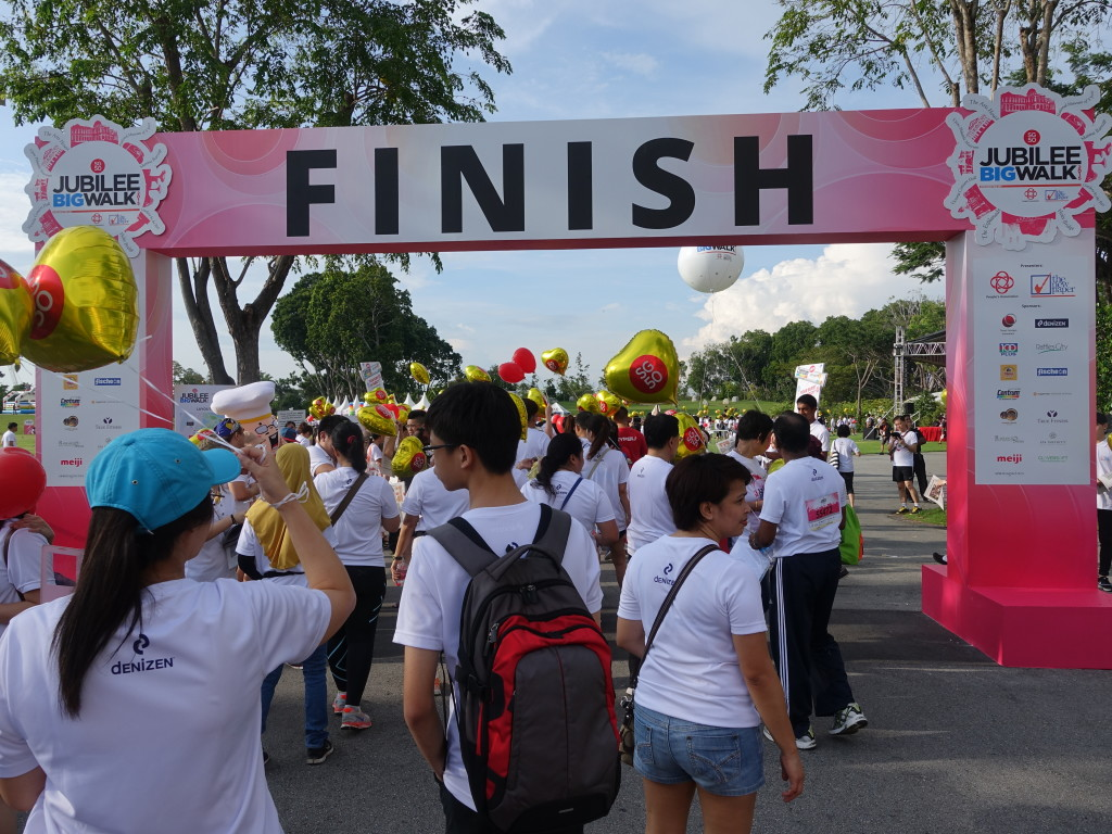 Participants head through the finishing arch.