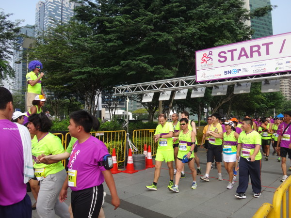 "Visually impaired runners alongside ""ordinary"" runners."