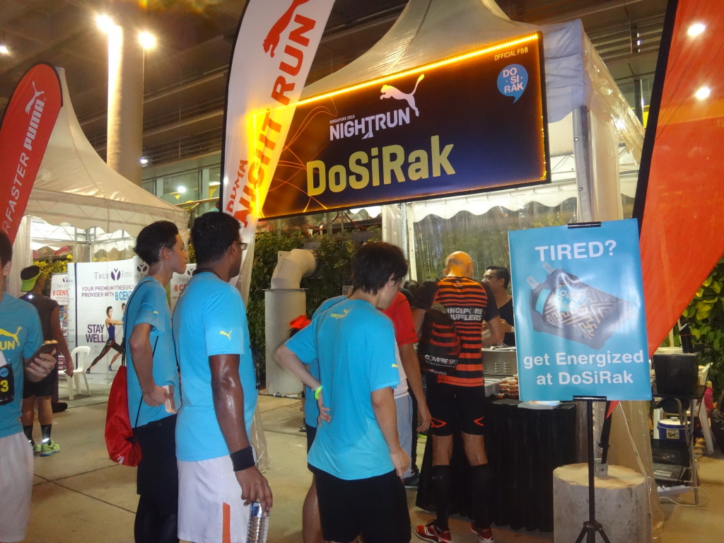 Runners queue up for DoSiRak after their run.