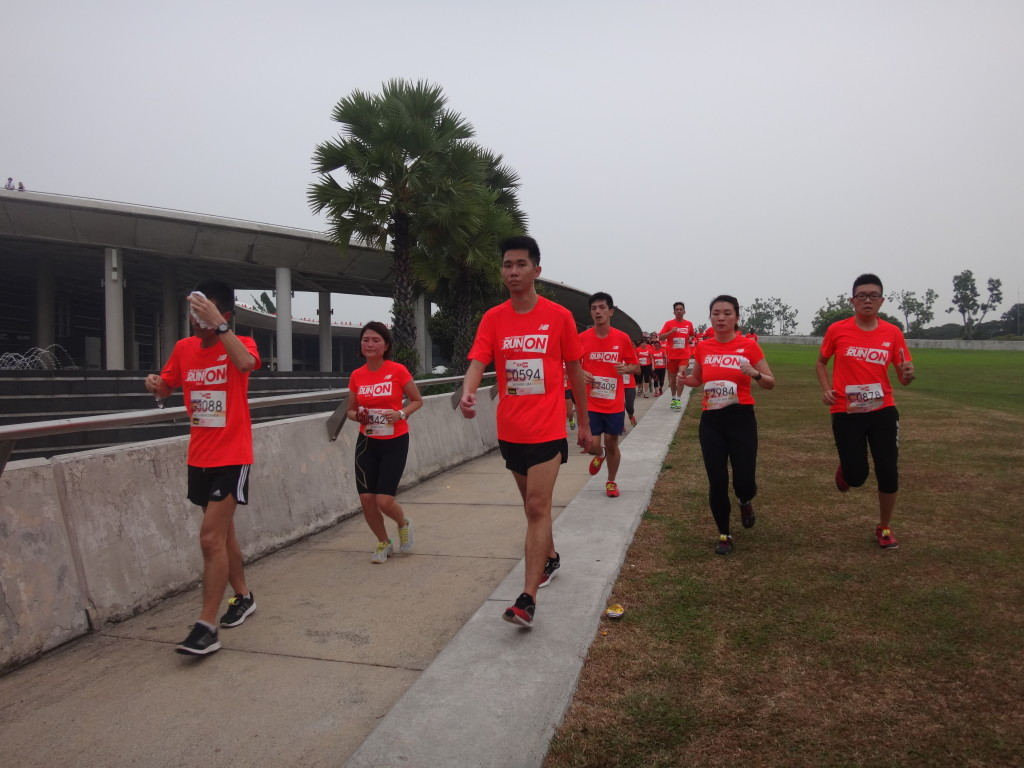 Runners head down the Marina Barrage slope at the halfway mark.