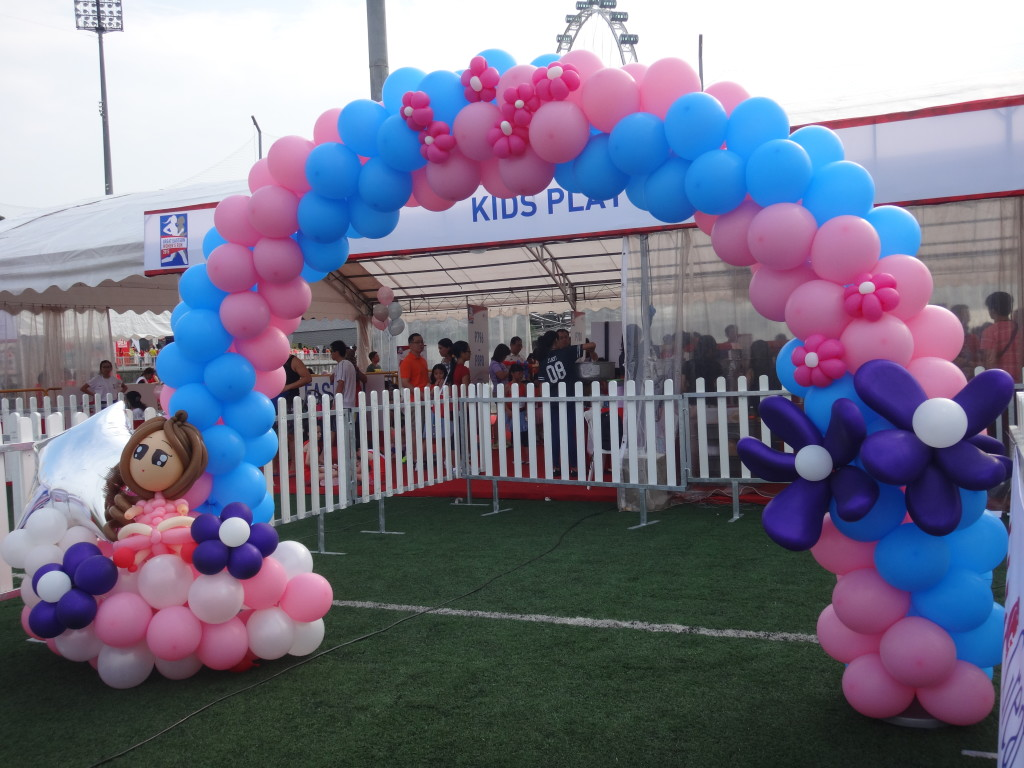 This super cute arch marked the start line of the Princess Dash.