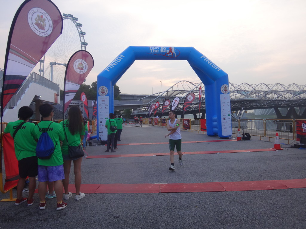 A runner passes the 21.1KM finishing line.