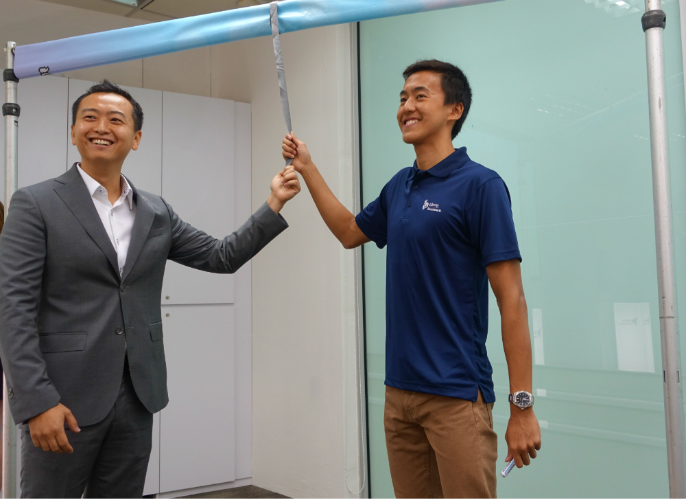 Quah, together with Cheng Sucheng from Liberty Insurance, officially launches Quah as the new face for their company.