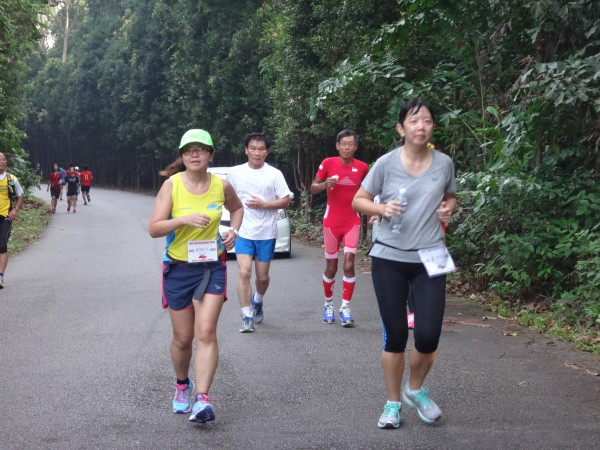 Runners run to show their support for Lim (in red, background).