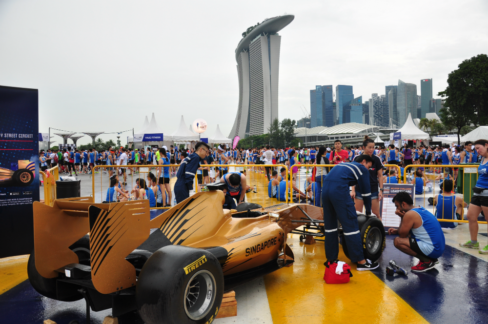 Runners had the chance to try their hand at being an F1 pit crew member after the run.