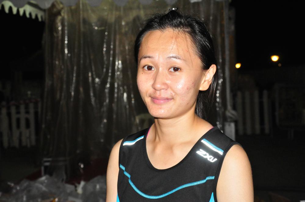 Singaporean Sharon Tan won the Women's 42.195km race.