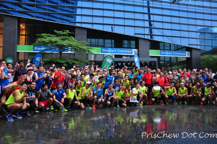 Group photo of the SCMS runners with Luis Garcia.