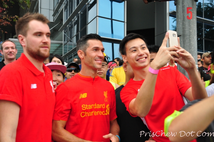 A runner tries to get a photo with the Liverpool FC legend.