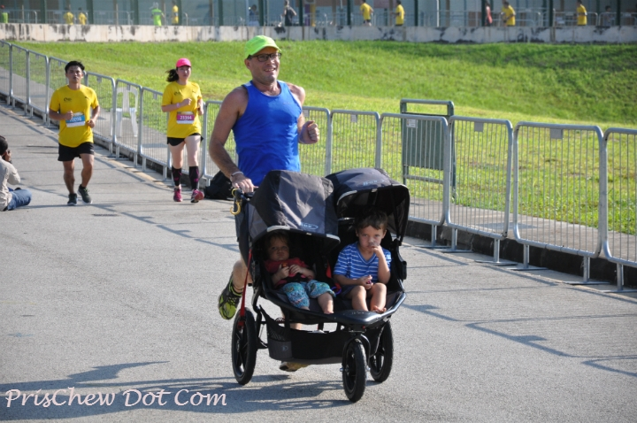 A runner completest he 10km event... with his kids in tow!