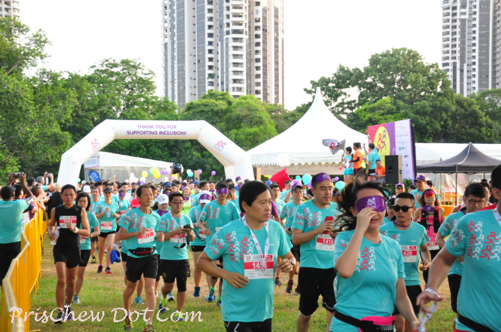 Runninghour 2016: Run So Others Can (10km) flags off.