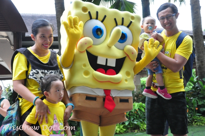 Fans crowding around the VIP guest - none other than Spongebob himself.