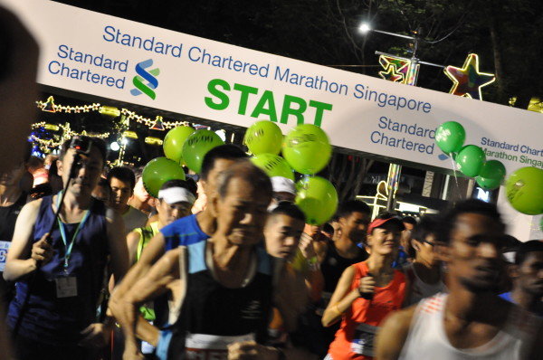 The runners, including Chan Meng Hui, are off.