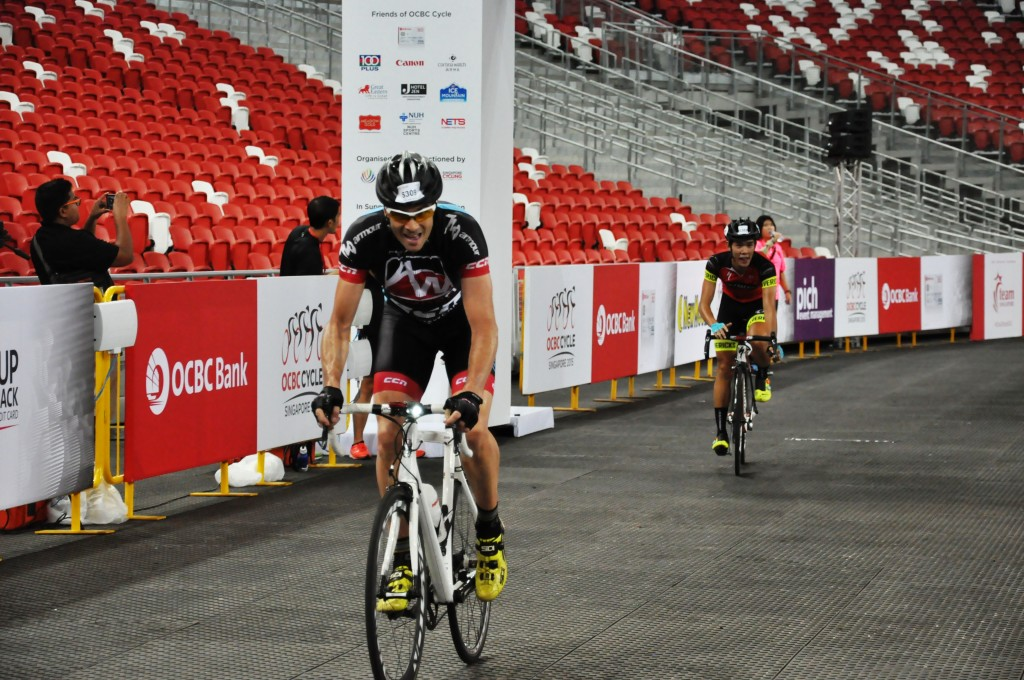 1st and 2nd cyclists crossing the finishing line for the 42km race