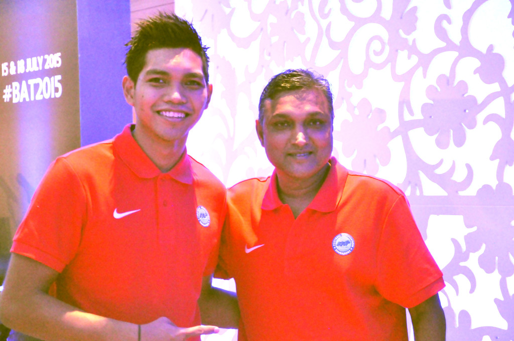 Singapore goalkeeper Izwan Mahbud and manager V. Sundramoorthy.