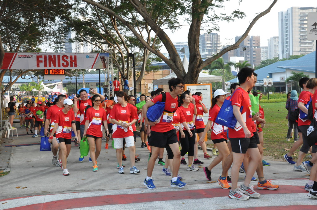 5km runners continue streaming out with their 5.1kg packs.