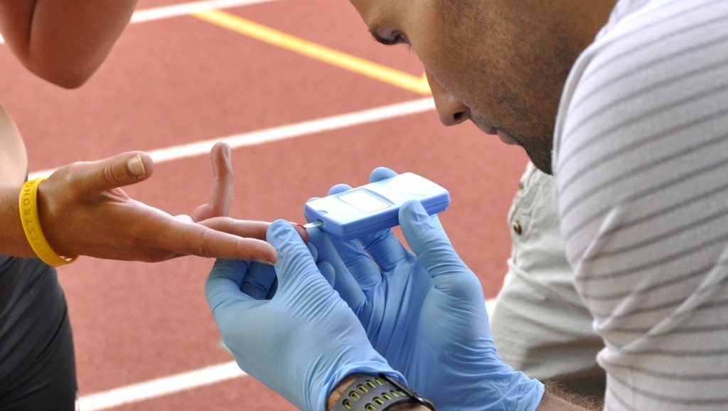 Blood samples are taken to measure the Lactate levels in the blood. Photo by: bssc.uoregon.edu
