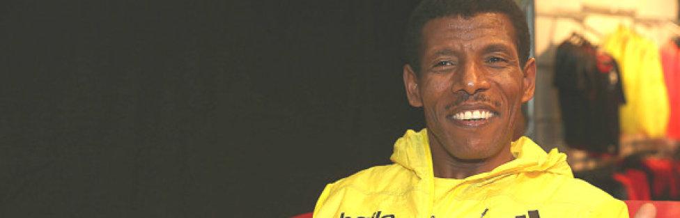 Haile Gebrselaisse: Greatest Long Distance Runner Ever @ 2014 StanChart Marathon