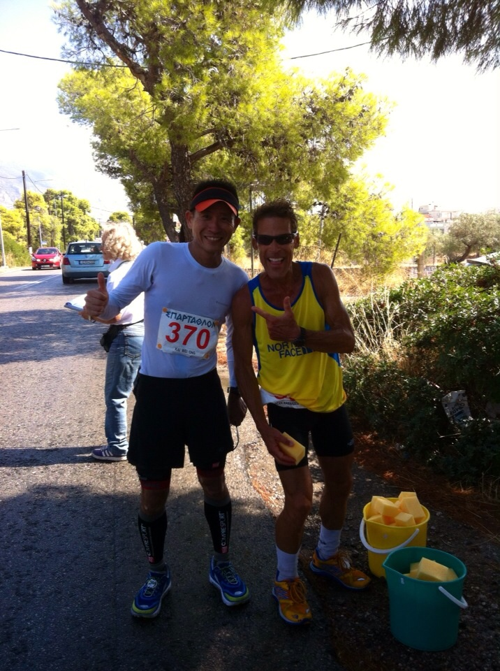 Kai Wei poses with famous ultra runner, Dean Karnazes.