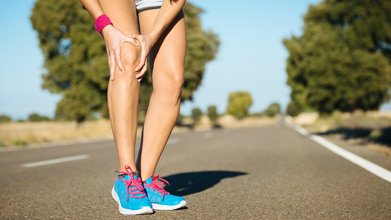Knee pain is one of the more common runners injuries Jenny has seen.