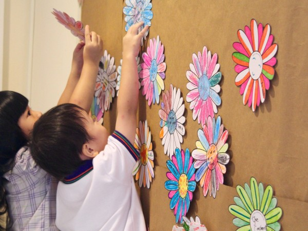 Putting up daisies on the Kindness Board Credit: SKM.