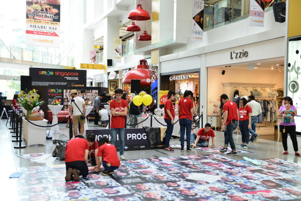 the Smile Singapore photo mural being installed. Credit: Clarke Quay Central.
