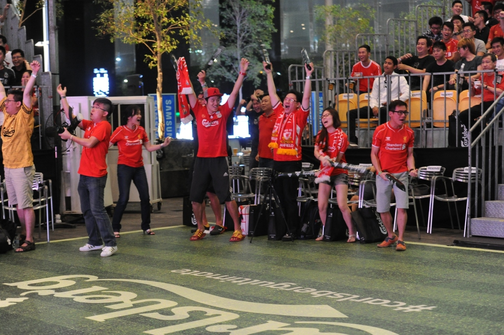 Liverpool fans cheering their team on at the Carlsberg Ultimate Football Live Screening. (Credit: Carlsberg Singapore).