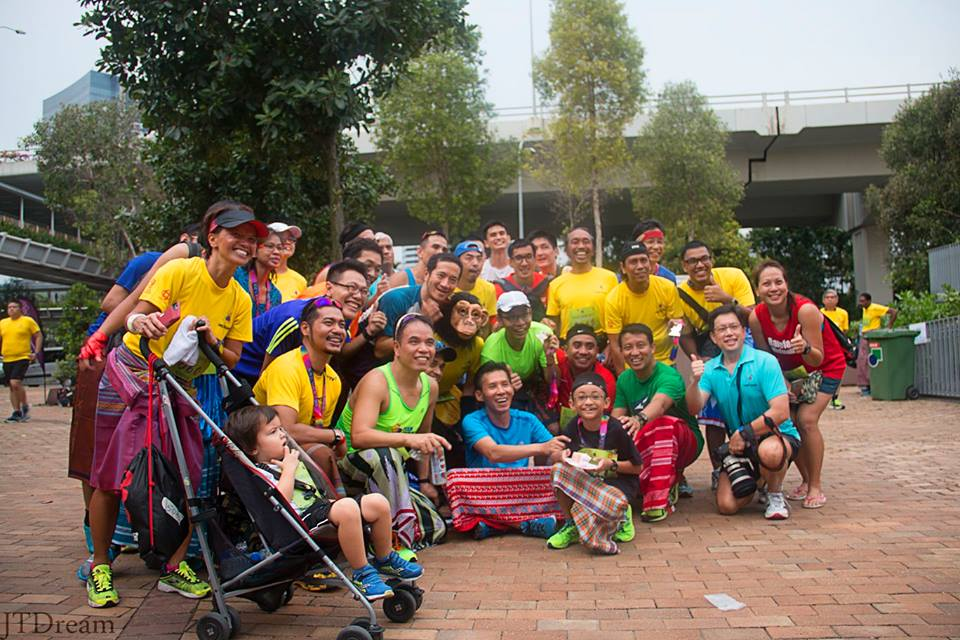 Runners get together for a group photo Photo credits: David Ho