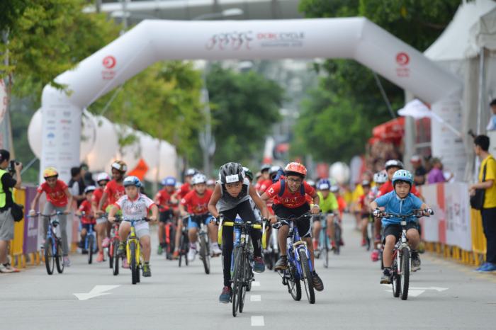 Participants of the Mighty Savers® Kids and Family Ride all raring to go at the start point of OCBC Cycle 2016 at Singapore Sports Hub. (Photo Credit: OCBC Cycle)